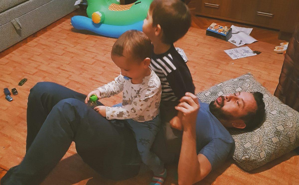 """IgenApa #2 – Bartolák Csaba: """"Nagyon jó dolog itthon lenni a gyerekekkel!"""""""